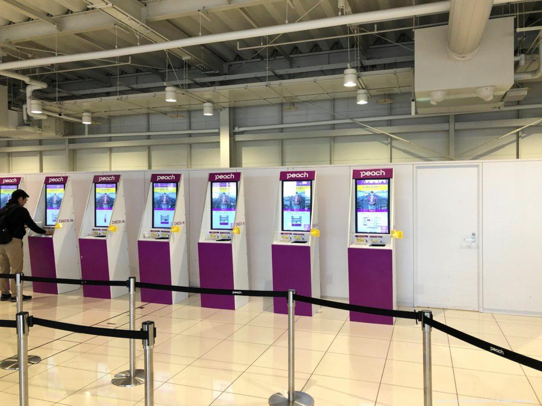 関西国際空港第2ターミナルにあるピーチ航空の自動チェックイン機
