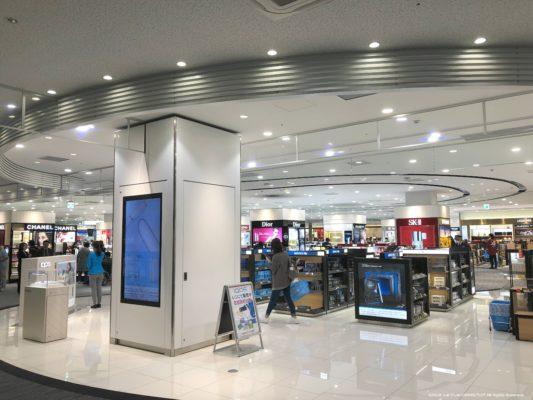 関西国際空港第2ターミナル出発ロビーの免税品店その1